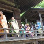 太山寺練り供養 僧侶と稚児